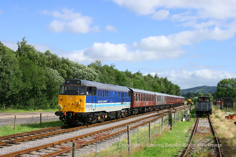 31270 arriving at Rowsley South