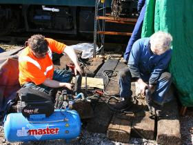 Ian and Pete grinding in valves
